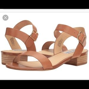 NEVER WORN cache Steve Madden sandals